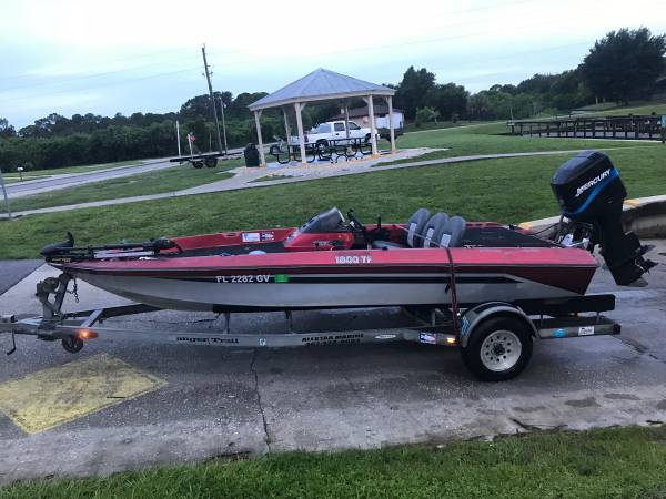 Photo 1989 Bass Tracker 18ft Bass Boat $4500 obo - $4,500 (North Port)