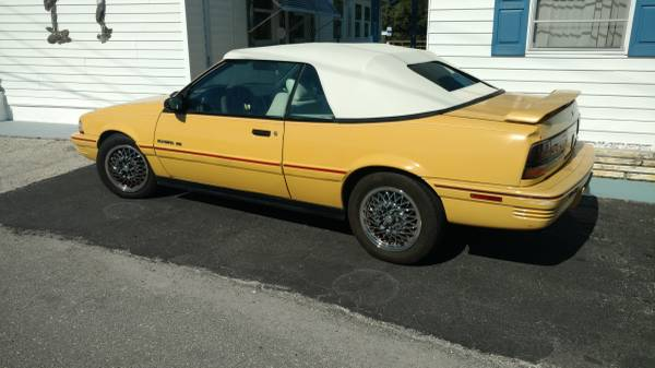 Photo 1992 Pontiac Sunbird - $3750 (Bayshore GardenTrailer Estates)