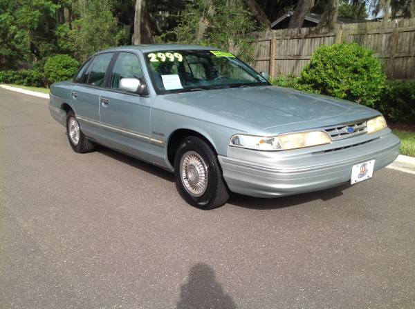 Photo 1995 Ford Crown Victoria.89k Miles.Dont See Like This Anymore - $2,999 (University parkway)