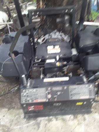 Photo 3 year old Toro commercial lawn mower zero turn parts $150 - $150 (Nokomis)