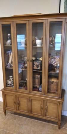 Photo Antique White and Company China Cabinetglass - $1,200 (bradenton)