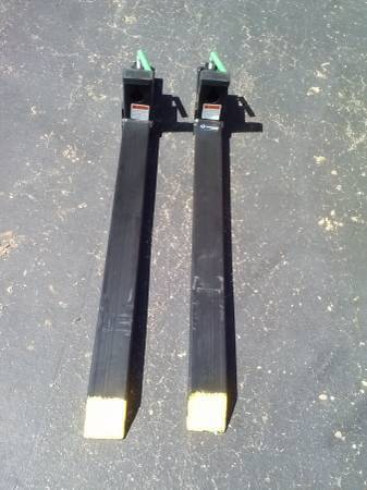 Photo CLAMP ON BUCKET FORKS FOR A LOADER - $265 (NORTHPORT)