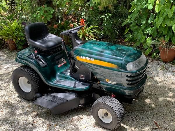 Photo Craftsman LT1000 Lawn Tractor (Low miles) - $500 (Sarasota)