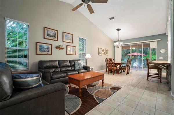 Photo ENTER THE HOME YOU WILL FIND A RELAXING PEACEFUL SETTING (LAKEWOOD RANCH, FL)