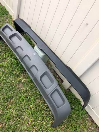 Photo Front bumper top pad  valance 2500 3500 HD 03-07 Silverado 6.0 6.6 - $60 (NORTH SARASOTA)
