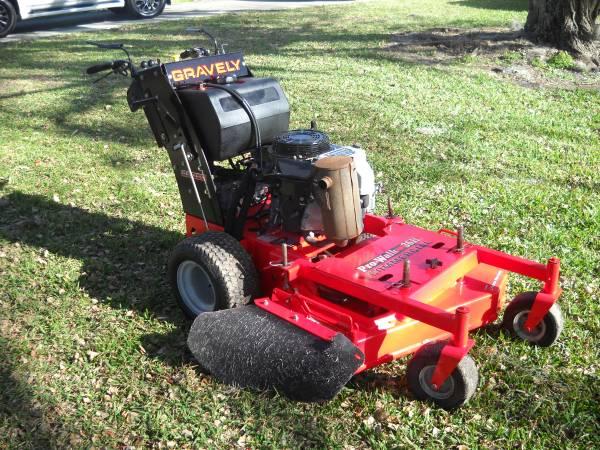Photo Gravely Pro Walk 36H Commercial 36in zero turn mower Only 363hr New - $2,850 (Sarasota)