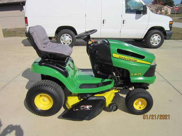Photo John Deere LA125 lawn tractor - $850 (Englewood)