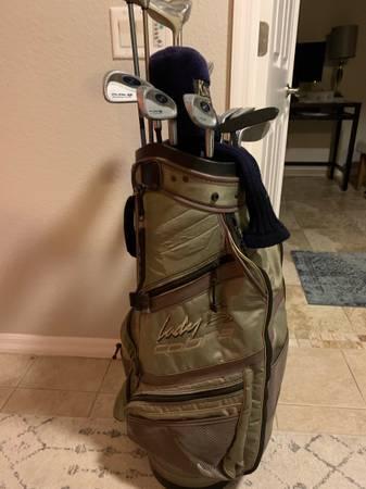 Photo Ladies Complte Golf Club set Cobra, Callaway, - $199 (North Port)