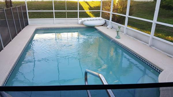 Photo Large Room 4 Rent Pool Home Female Only (Manatee County)