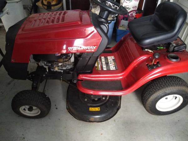 Photo Murray riding lawn mower - Just Serviced - Runs Great (Port Charlotte)