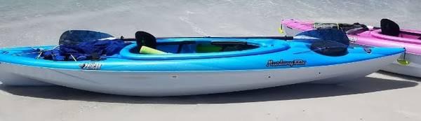 Photo Mustang Kayak with brand new Paddle Storage rack included - $400 (sarasota)
