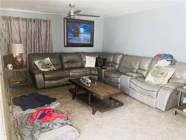 Photo OVER SIZED GORGEOUS TILE THROUGHOUT THE HOME (BRADENTON, FL)