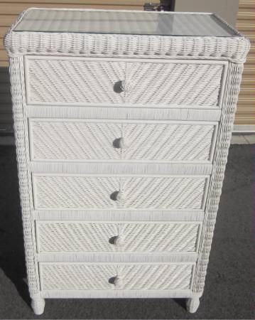 Photo PERFECT 5 DRAWER WHITE WICKER TALL DRESSER CHEST WITH GLASS TOP - $145 (VENICE)