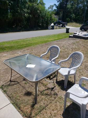 Photo Patio Table with 4 chairs (North Port)