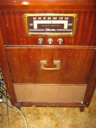 Photo Silvertone antique radio with turntable record player - $35 (Sun City area)
