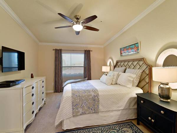 Photo Spacious bedroom has a murphy bed that can be used as another bedroom (BRADENTON, FL)