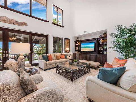 Photo THE HOME WAS MASTERFULLY DESIGNED WITH A GRACIOUS ENTRY AND FINISHES (CORTEZ, FL)