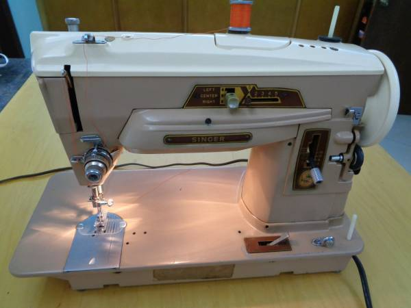 Photo Vintage Singer Slant-O-Matic 403A Sewing Machine with pedal, power cor - $250 (Sarasota)