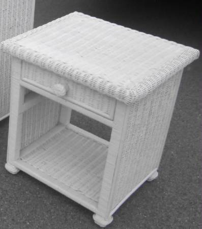 Photo WHITE WICKER NIGHTSTAND - $45 (VENICE)