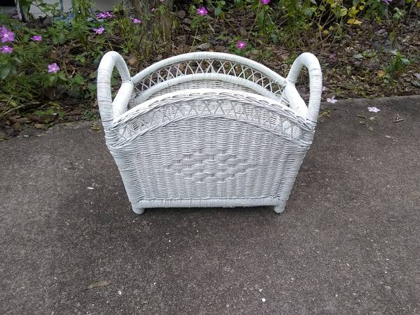 Photo WHITE WICKER - $15 (BRADENTON)