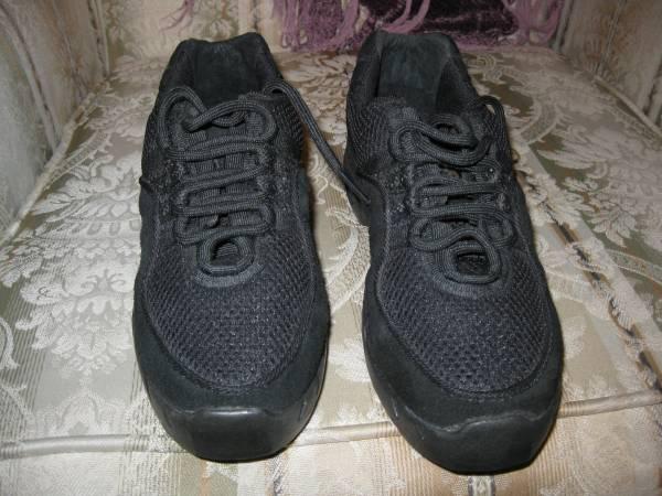 Photo Womens Dance Shoes Size 6- 6.5 New - $25 (Bradenton)