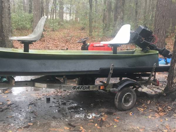 Photo 12ft flatback canoe 11hp Briggs and stratton - $375 (Midway)