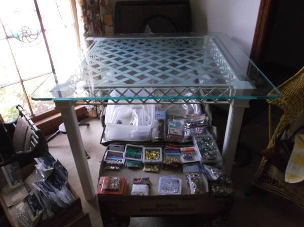 Photo 197039S WHITE TABLE WITH GLASS TOP THAT SEATS 4 - $100 (SALLIE MOOD DR.)