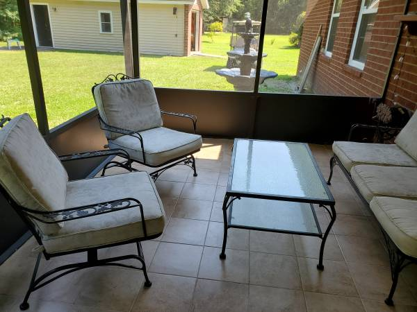 Photo ANTIQUE WROUGHT IRON PATIO SOFA, COFFEE TABLE, 2 LG CHAIRS MATCHED SET - $995 (Richmond Hill)