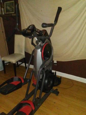Photo Bowflex Max Trainer M5 Elliptical Machine - $400 (Savannah)