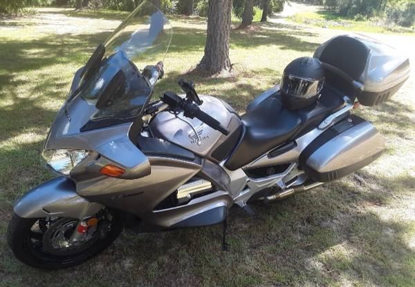 Photo Honda ST1300 Sport Touring bike - $5,200 (Garfield)