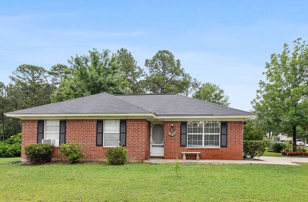 Photo JUST LISTED  Cute One Story Brick and Vinyl Cottage Home (Westwood Heights)