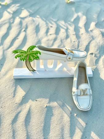 Photo LUX  LOUIS VUITTON  Authentic Women White Moccasin Shoe US Size 7.5 - $675 (SAVANNAH)