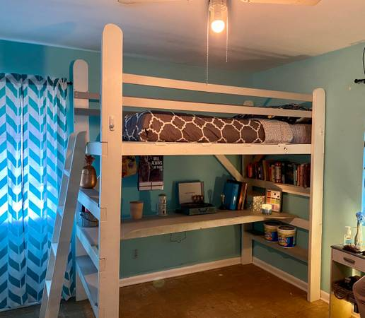 Photo Twin size Loft bed with desks and bookshelf - $300 (Meldrim)