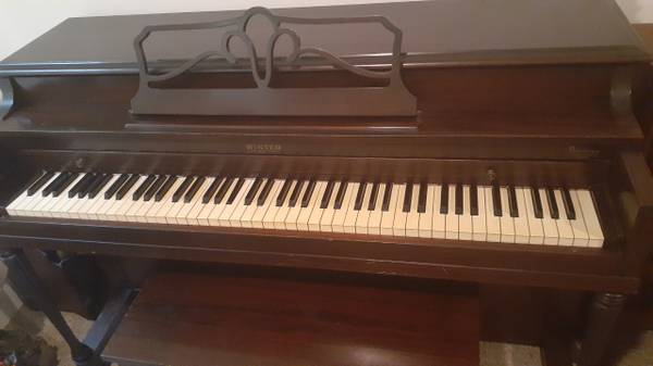 Photo WINTER SPINET PIANO (southside Savannah)