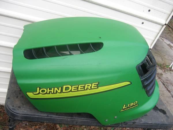 Photo john deere hood - $50 (blomingdale,ga)