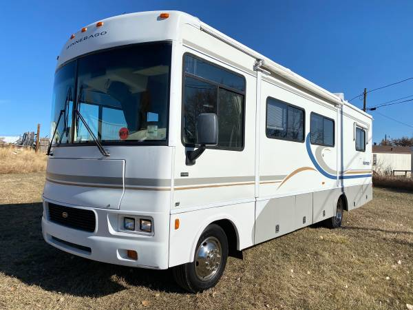 Photo 2004 Winnebago - $22,500 (Cheyenne)