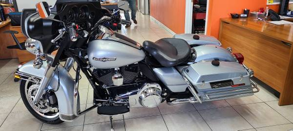 Photo 2010 Harley Davidson ElectraGlide Ex Highway Patrol Bike Air Rid Seat (Call Text Rich For Price 303-408-5333)