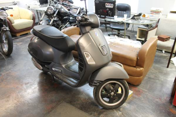 Photo 2012  2013 VESPA GTS 300 - $4,800 (DENVER)