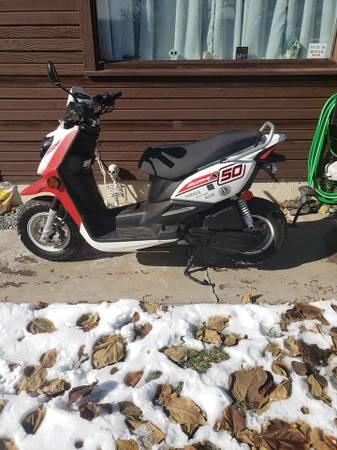Photo 2015 Yamah Zuma 50cc Motor Scooter - $1,900 (SE Denver)