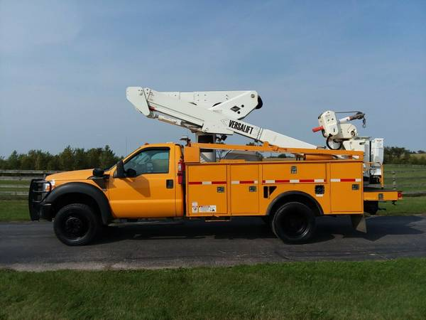 Photo 4539 2015 Ford F550 Articulating  Telescoping Material Handling Bucket - $49,900