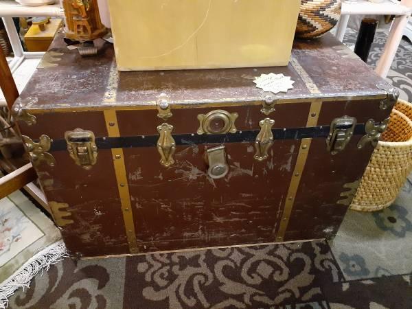 Photo Antique Brown  Brass Trim Steamer Trunk  Treasure Chest - $79 (denver)