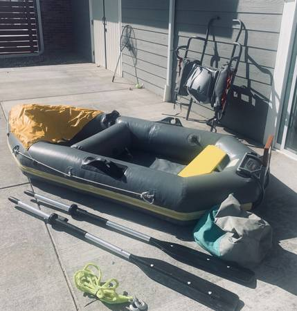 Photo Avon Red Crest inflatable dinghy w oar locks - $600 (Arvada-grand junction)