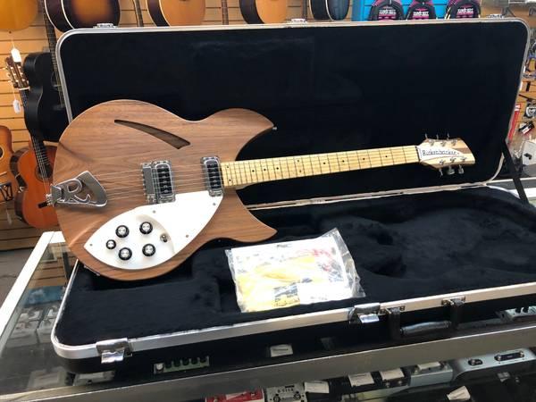 Photo Rickenbacker 330W Semi-Hollow Electric Guitar Gravity Music Gear - $1,500 (Gravity Music Gear)
