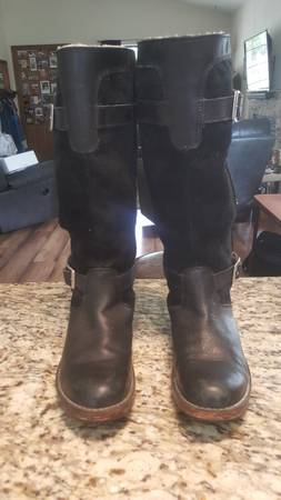 Photo Uggs Black Womens boots - $50