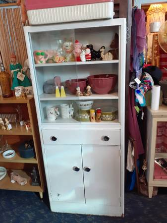 Photo Vintage Retro 1950s White Metal Kitchen Cabinet wSliding Glass Doors - $200 (denver)