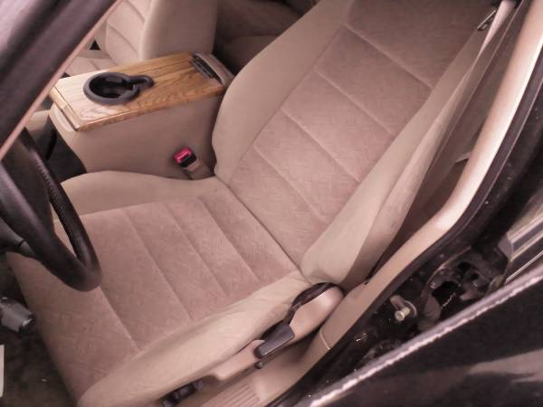 Photo 2001 FORD EXPLORER FRONT BUCKET SEATS TAN - $125 (Bloomsburg)