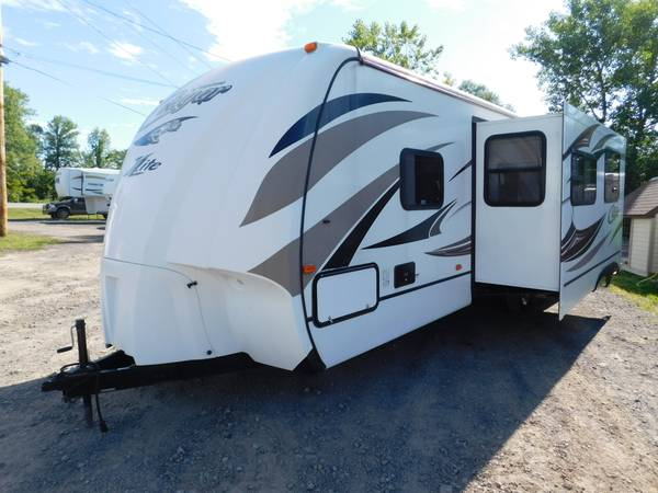 Photo 2014 14 Keystone Cougar X-Lite 28RBS Cer Travel Trailer Bunk Beds - $15,500 (Williamson)