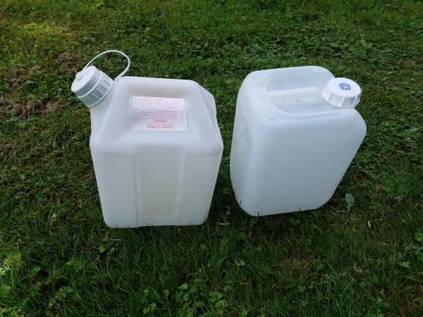 Photo 2.5 Gallon Jerry Can gas can jug (heavy duty) - $3 (Forest City)