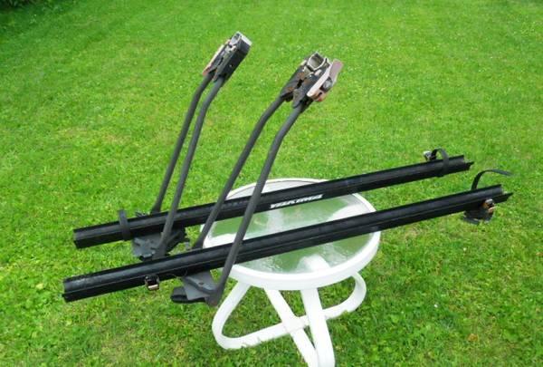 Photo 2 Yakima.upright Bike carrier  trays for roof rack - $60 (scranton)