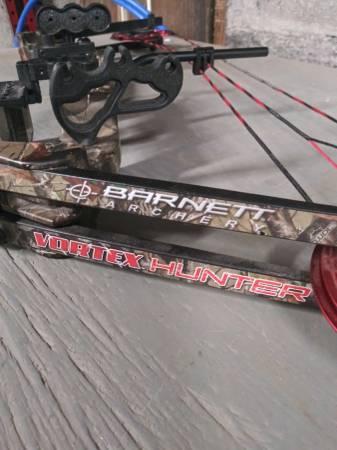 Photo Barnett Vortex Hunter Adjustable Compound Youth Bow - $100 (Plymouth)